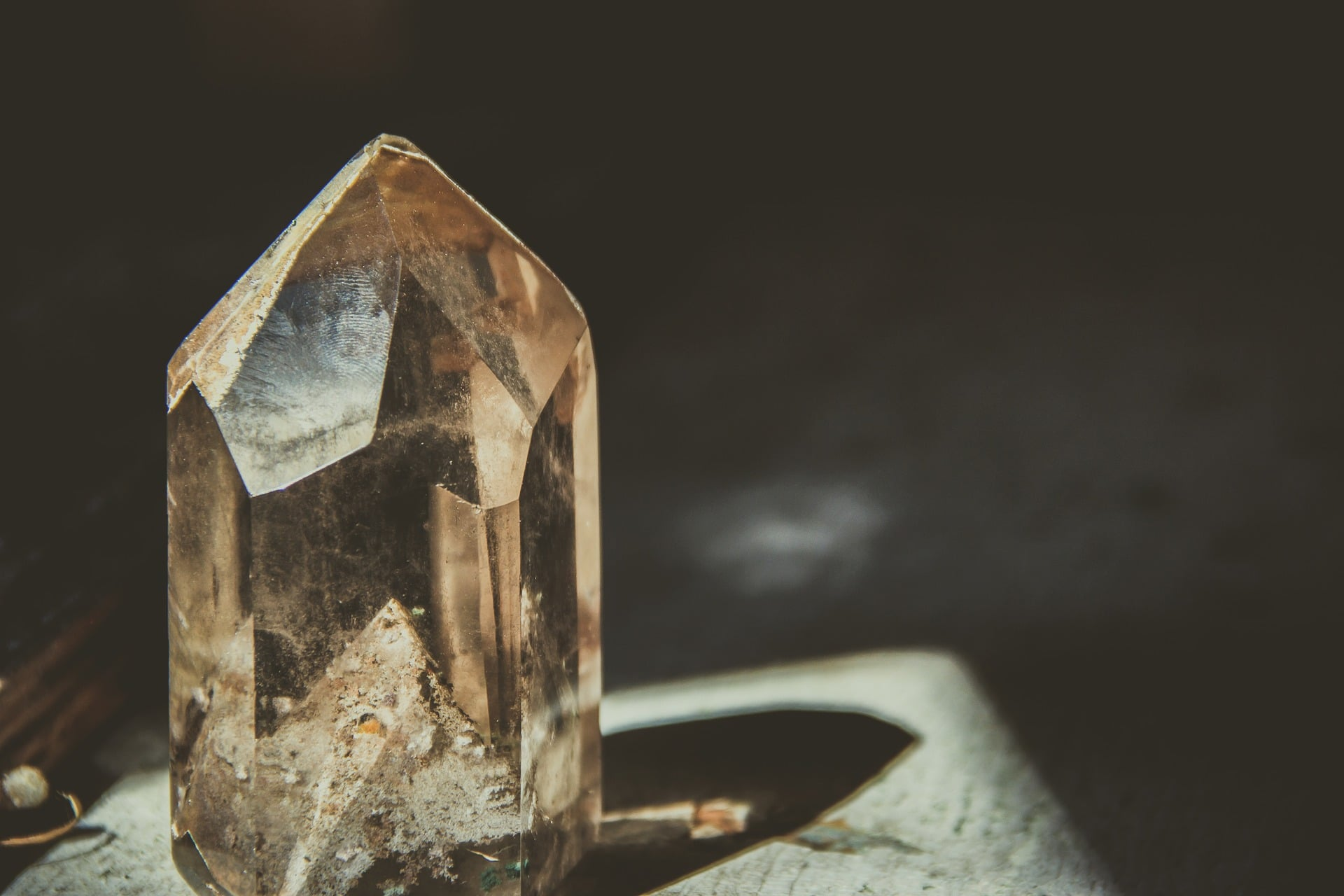 Quartz crystal with light shining on it from the left