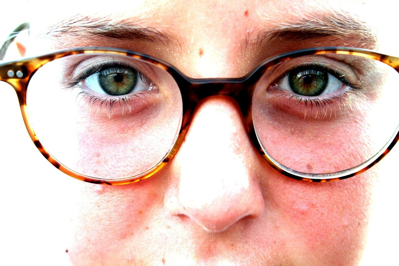 Close up on a face wearing glasses